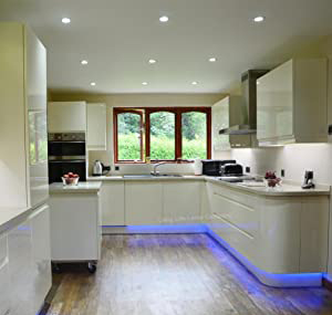 هالوژن سقفی در آشپزخانه